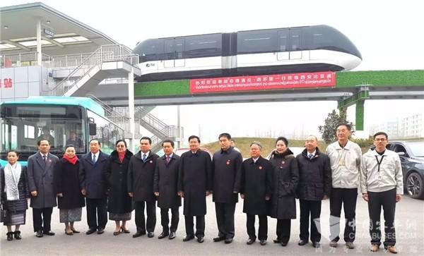 老挝总理通伦点赞比亚迪新能源巴士