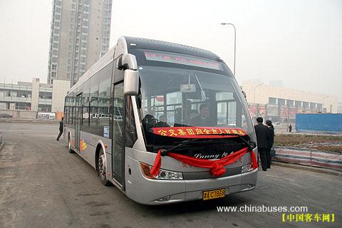 中通客车 子弹头 惊现天津快速公交一路高清图片