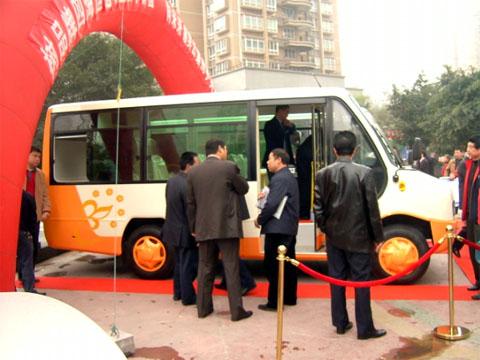 大巴车身结构透视图