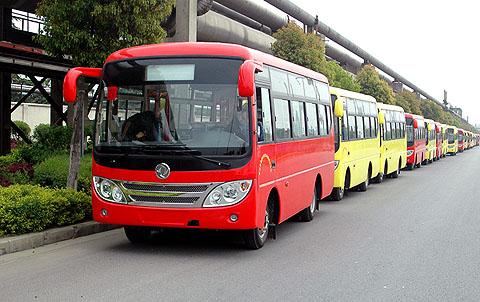 东风旅行车公司43辆 东风莲花 客车落户湖北京山 高清图片