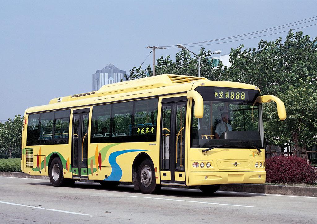 ??2003年上海世界客车博览会上,上海申沃客车有限公司展出了其三款主打车型VOLVO SWB6122(V1)城郊客车、VOLVO SWB6125LE低入口城市客车和 SWB6115Q1-3单燃料CNG压缩天然气城市客车。而在客车博览会之外,申沃还开通了展览会期间的场外免费班车并成为展会期间召开的中国土木工程学会城市公共交通学会技术专业委员会2003年度学术研讨会的金牌赞助商。在客车博览会内外,申沃客车同时登台,成为客车博览会上一道亮丽风景。 ?