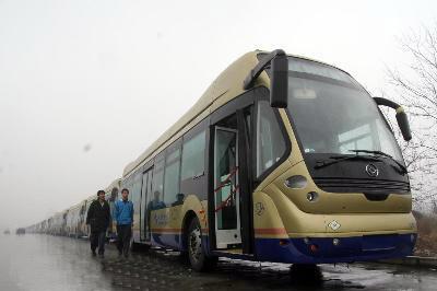 天津更换燃气公交车迎奥运高清图片