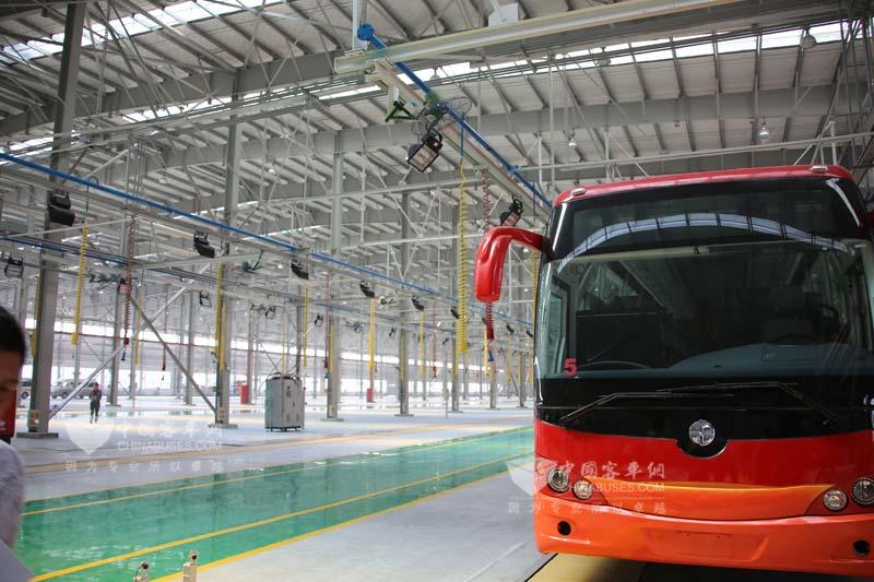 亚星客车生产线