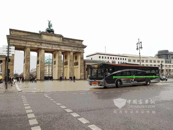 金旅与荷兰合作的全铝纯电动客车行驶在欧洲街头