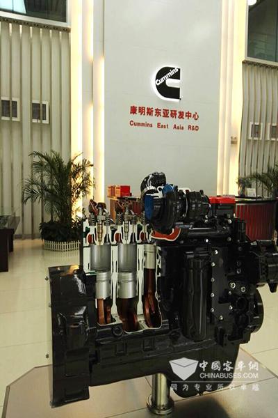 康明斯东亚技术研发中心内景陈列的发动机展品