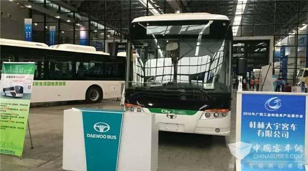 桂林大宇气电混动动力客车亮相广西工业信息博览会