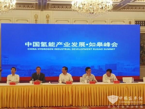 青年与连云港海通公交签约1500台氢燃料汽车