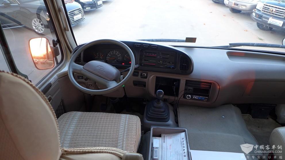 出售2008年2月份丰田考斯特