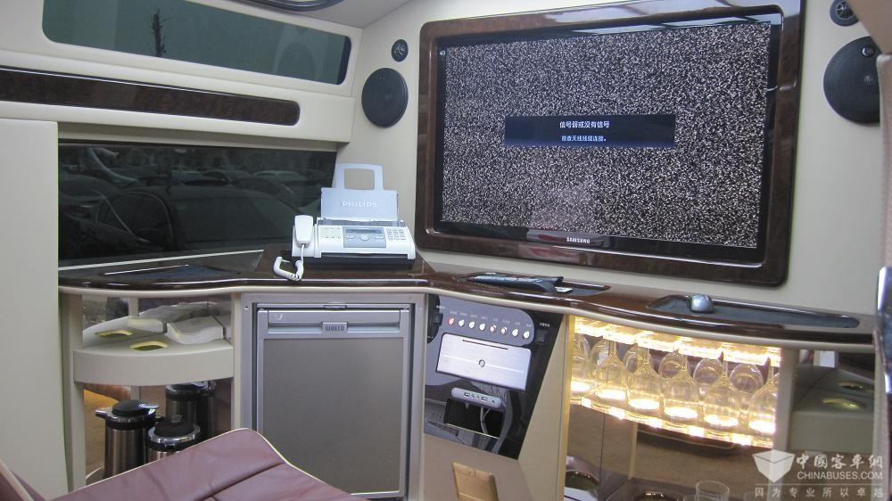 出售2008年12月份美国悍马加长礼宾车