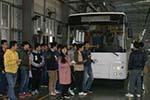 江西萍乡学院师生参观安源客车