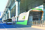 封闭式站台最长达292米 BRT刷新武汉公交候乘模式
