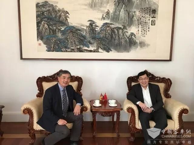 驻德公使王卫东会见宁德时代德国公司总经理黄玮
