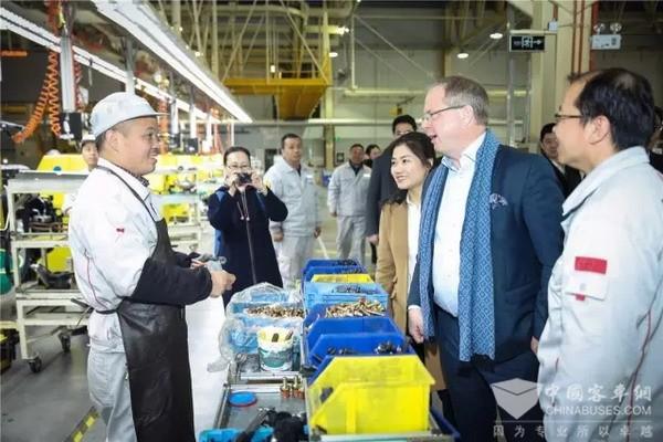 """沃尔沃总裁来东风:合资双方要把东风商用车打造成""""璀璨明珠"""""""