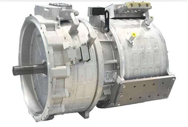 """配备免维护电磁离合器(EMDC)ISG混联系统   本次展会将看到精进电动全系列配备免维护电磁离合器(EMDC)ISG混联系统(小混联、中混联和大混联),能分别满足6-8米、8-10米和10-12米插电混合动力客车动力需求,其可靠性、动力性、平顺性、节能减排效果赢得了大批客户的称赞,免维护电磁离合器EMDC的应用,使整个系统的防水能力达到了IP67等级,实现了百万公里免维护,该系统已经成为了公交行业的""""标杆""""系统。"""