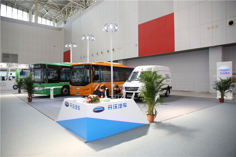 2017天津客车展:南京金龙客车展台