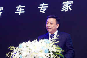 龙威Ⅱ代发布会 金龙客车副总周方明致辞