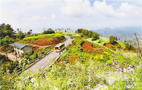 重庆:客运车开到农民家门口 94.4%行政村通客车