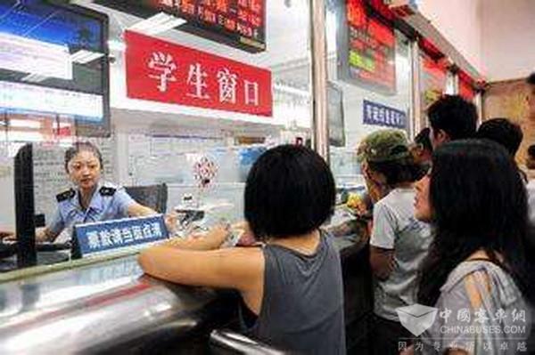 青岛:暑运下月开始 32条汽车客运学生专线票价可七折优惠