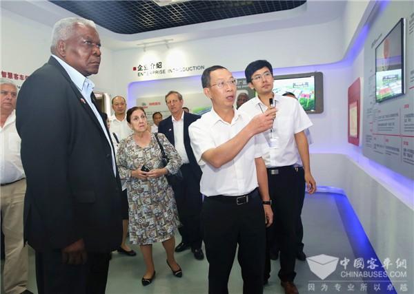 古巴全国人民政权代表大会主席拉索参访海格客车