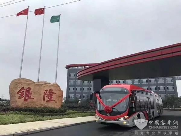 """银隆新能源成都产业园首台""""18米纯电动BRT""""正式下线"""