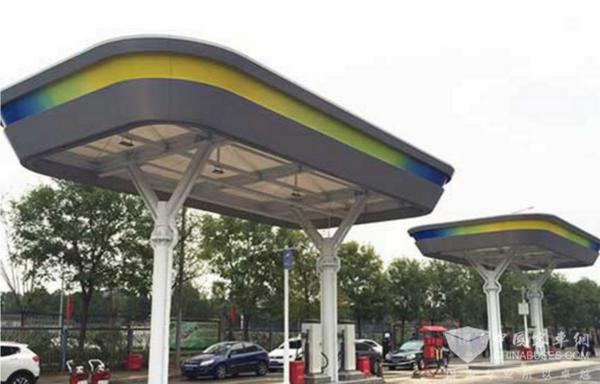 """全国首个""""立体公交车充电站""""在北京投入运营"""