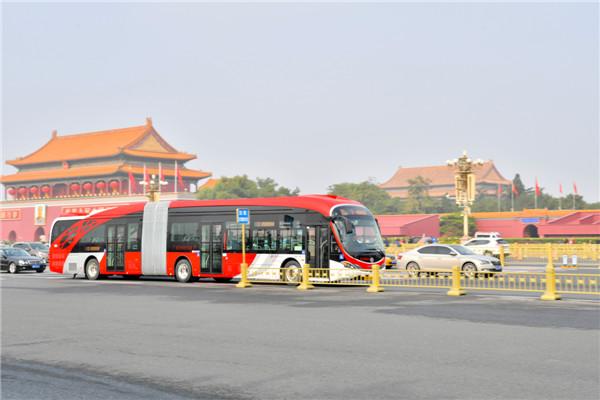 献礼十九大 银隆新能源18米BRT在京正式投运