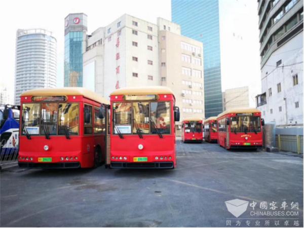 """老青岛 新公交 行驶在青岛街头的""""银隆风景"""""""