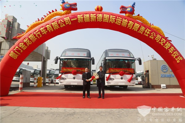 跨境游带来新机遇——40辆金旅豪华客车交付新疆新德国际