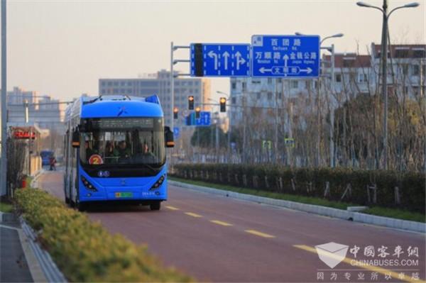 上海:首条brt快速公交奉浦快线开通运营