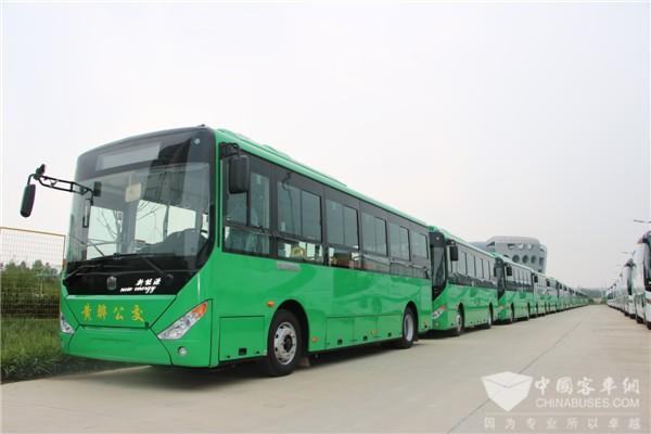 """山东:首辆无人驾驶公交车 对话啥都不用干的""""司机"""""""