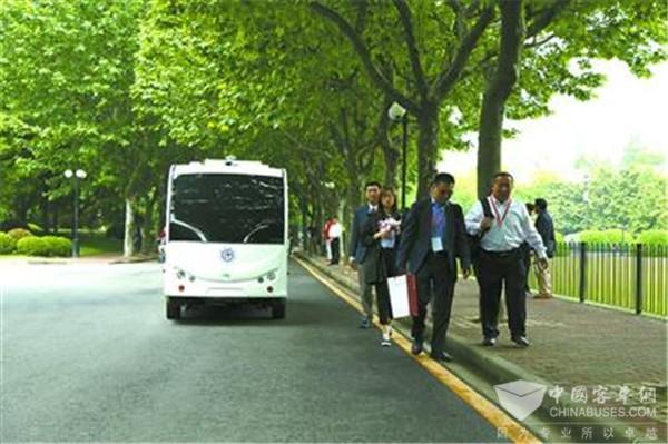 """上海交大:""""双头""""无人驾驶校车上路,目前为试验阶段"""