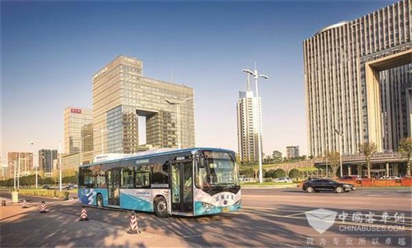 南京:首批电动公交四年高效长跑