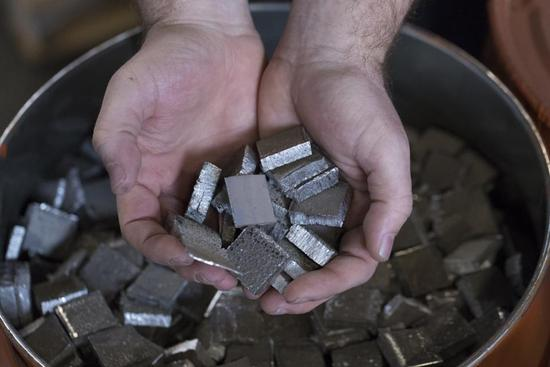 仅10%钴含量,松下新动力电池成本更低!