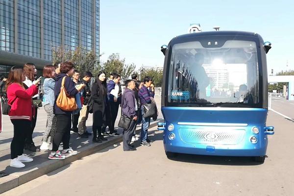 IEEVChina 2018 阿波龙现身自动驾驶体验区