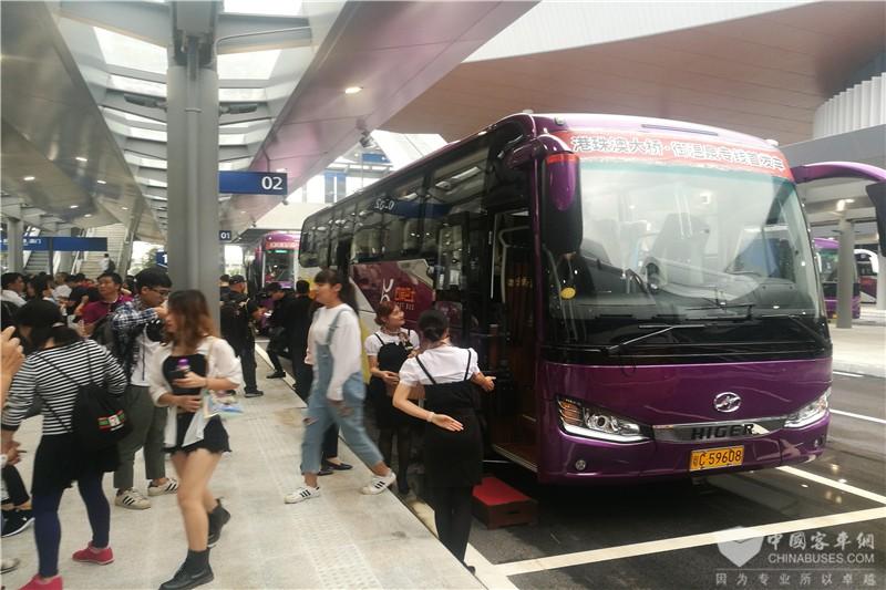 乘坐海格接驳巴士到达珠海口岸