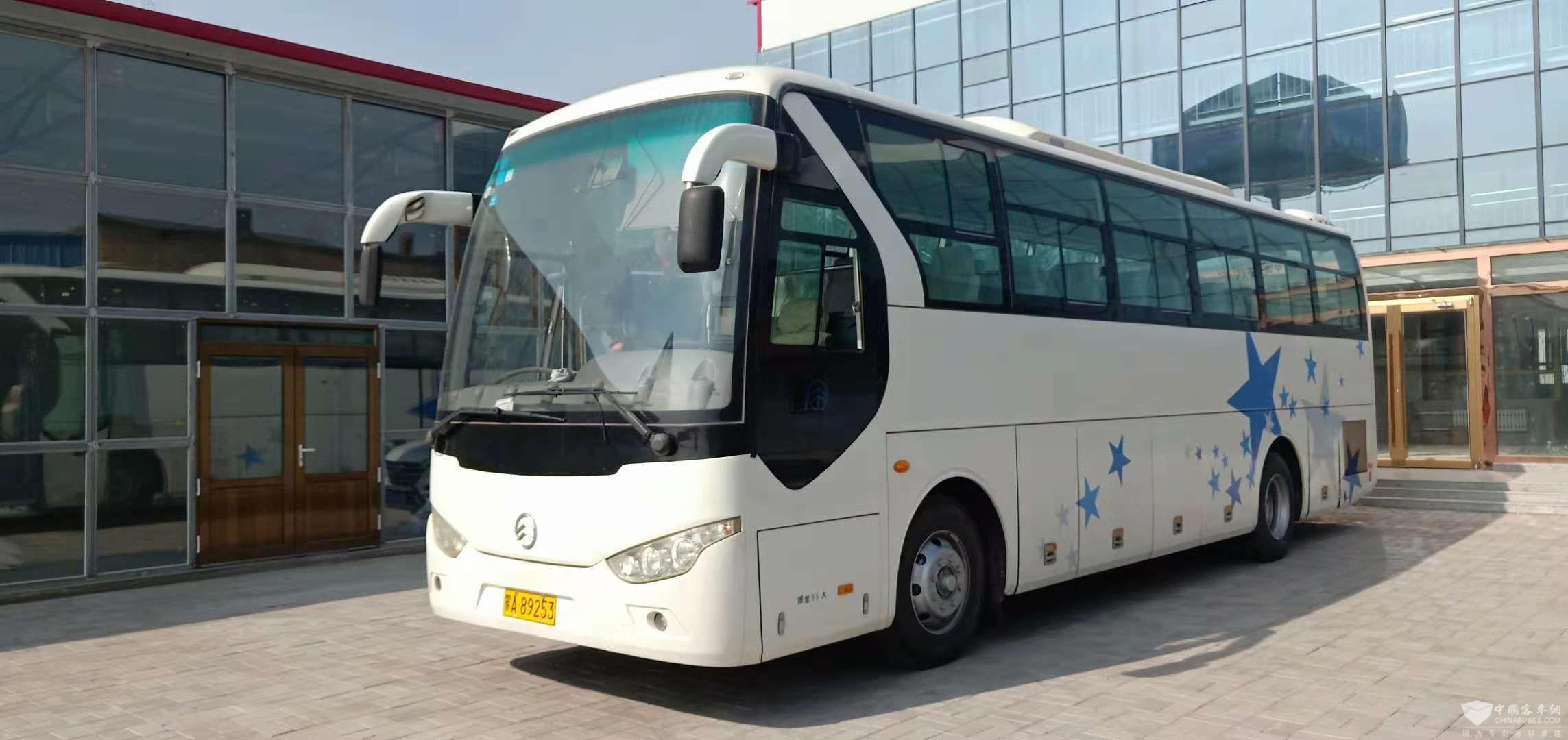 出售9成新金旅55座客车