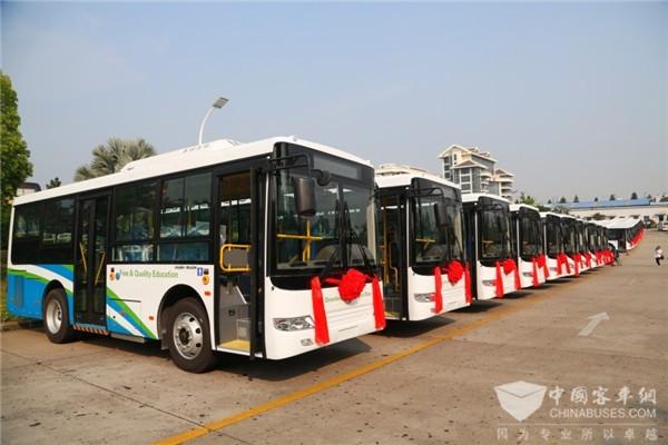 """中国客车""""一带一路""""建设再立新功 50辆金旅客车交付西非国家塞拉利昂"""