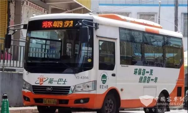 TA用手绘记录广州公交的变迁史