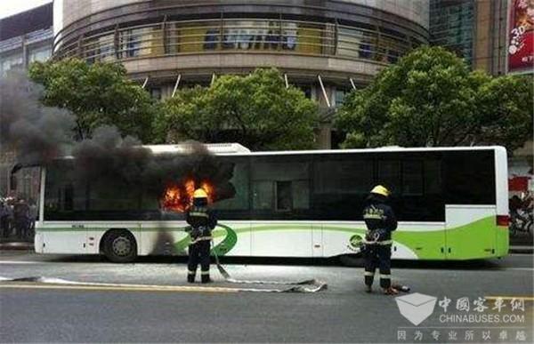 新能源客车频繁起火是谁之过?