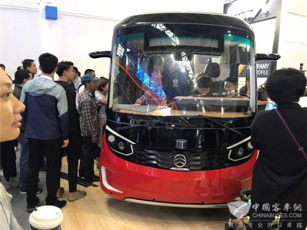 """金旅无人驾驶客车""""星辰""""闪耀数字中国建设峰会,助推数字交通新发展"""