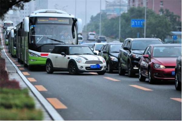 城市公共交通管理条例拟规定:禁止非法拦截公交车辆