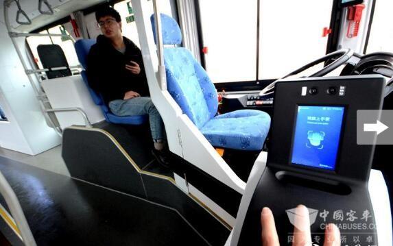 """智能公交车的""""智慧DNA"""""""