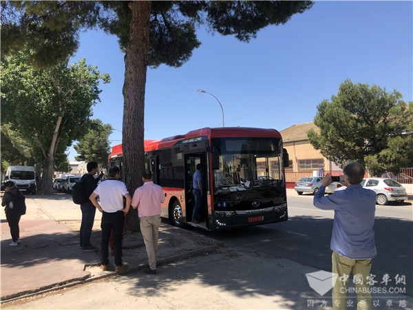金龙纯电动客车首次登陆西班牙,助力当地公交电动化