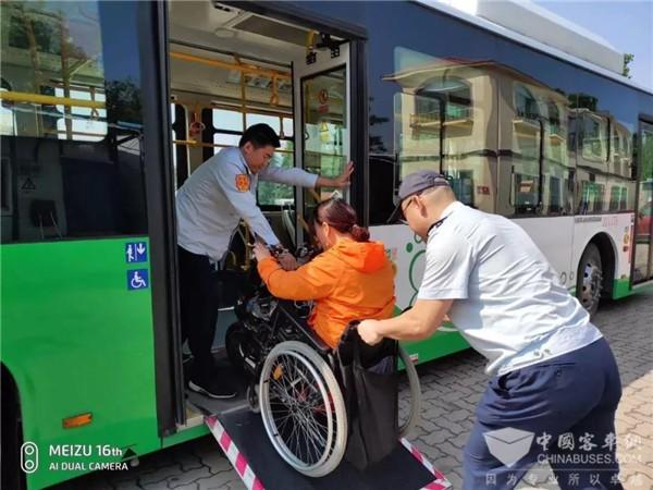 山东:端午假期 青岛公交运送乘客566万余人次126条线路调流护航高考