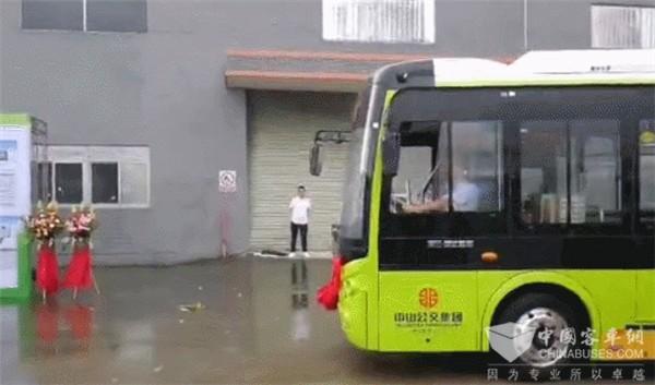 配载微宏快充电池的200辆新能源公交交付中山公交
