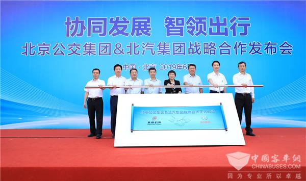 70周年献礼 北汽集团携手北京公交集团推动中国智慧公共交通建设