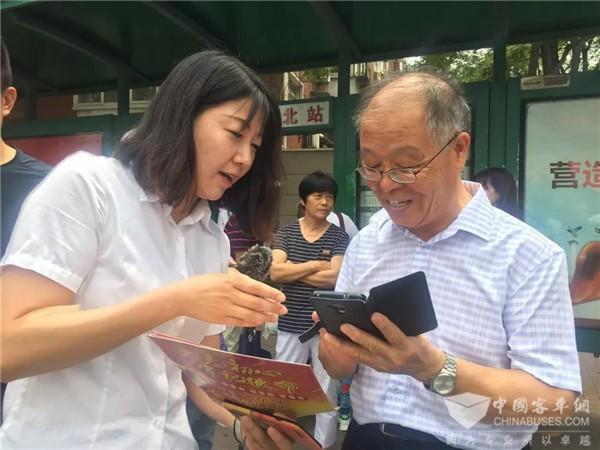 """天津:用耐心践行初心 让老年乘客出行""""潮起来"""""""