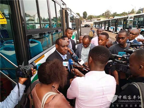 """为中国品牌""""代言"""" 金旅客车再入""""千丘之国""""卢旺达"""