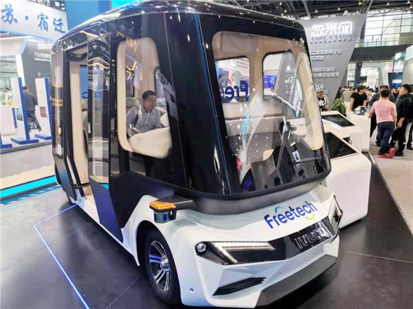 """世界互联网大会 依维柯""""太空舱""""造型智能驾驶巴士引试乘热潮"""
