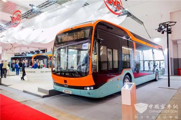 """未来巴士惊艳亮相 比亚迪""""抢眼""""世界客车博览会"""